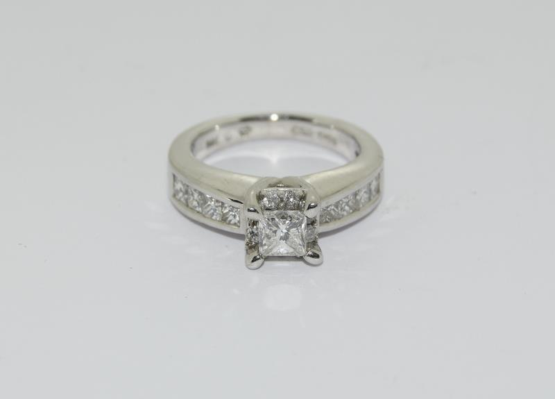 A 14ct white gold and diamond ring with central princess cut diamond. Size K - Image 2 of 7