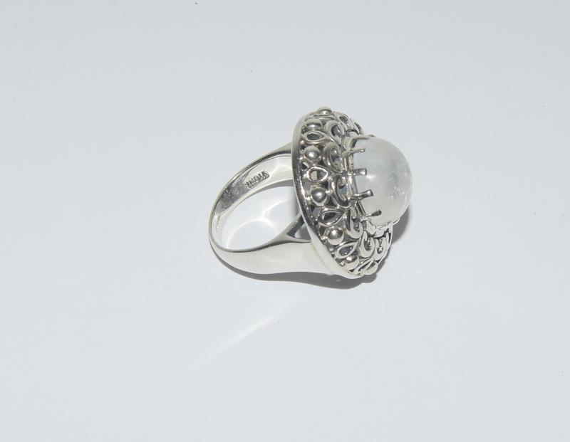 Hige Moonstone 925 Silver ring. Size O. - Image 2 of 4
