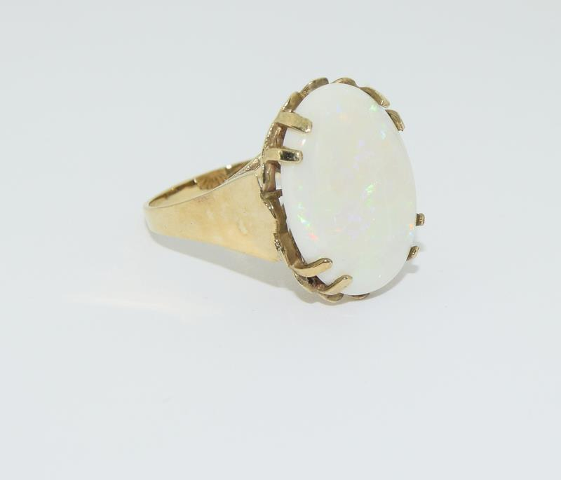 9ct Gold very large Opal ring. Size R. - Image 5 of 6