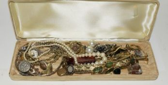 Box of miscellaneous mixed jewellery.