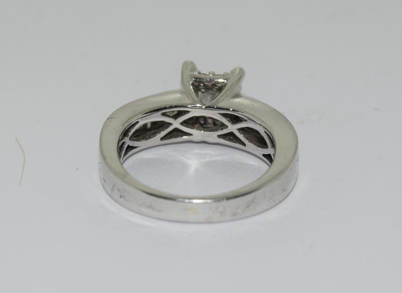 A 14ct white gold and diamond ring with central princess cut diamond. Size K - Image 4 of 7