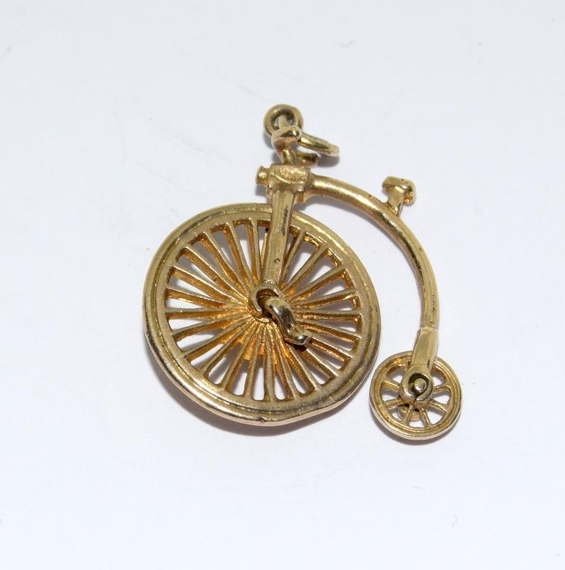 9Ct Gold Articulated Penny-farthing Charm. 20mm. 2.7g - Image 2 of 2