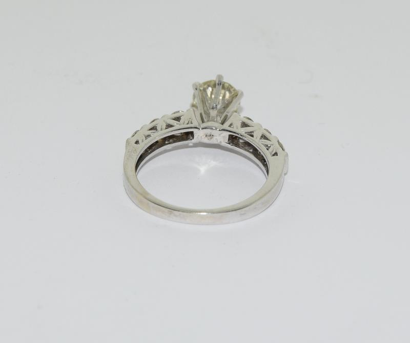 An 18ct white gold diamond ring of 1.45cts Size L - Image 3 of 6