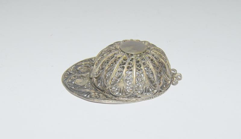 Silver locket, cross and filigree jockey helmet. 55 grams. - Image 3 of 5