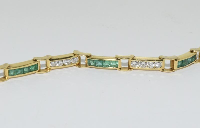 An 18ct yellow gold emerald and diamond line bracelet of 2.6cts approx. - Image 3 of 5