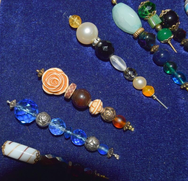 Good collection of Victorian and other ladies hat pins. - Image 2 of 5