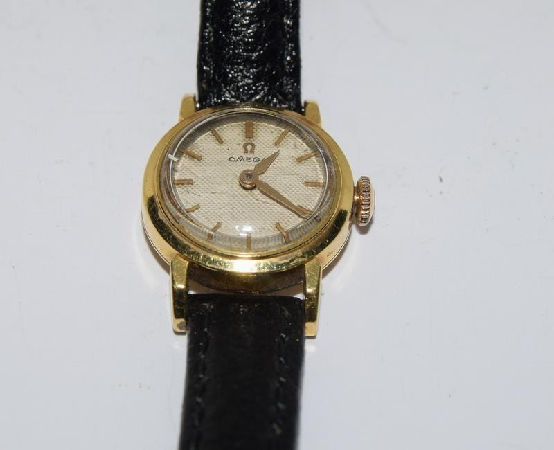 18ct Gold ladies Omega manual wind wrist watch, boxed. - Image 9 of 10