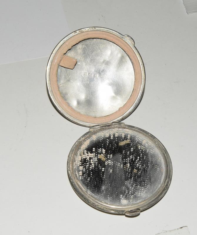 Silver sugar nips together with misc Silver items. 130 grams. - Image 5 of 5