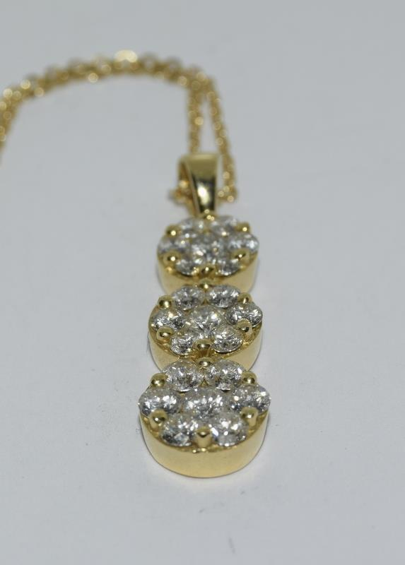 An Impressive 18ct yellow gold graduated drop diamond drop pendant necklace of 1ct - Image 2 of 4