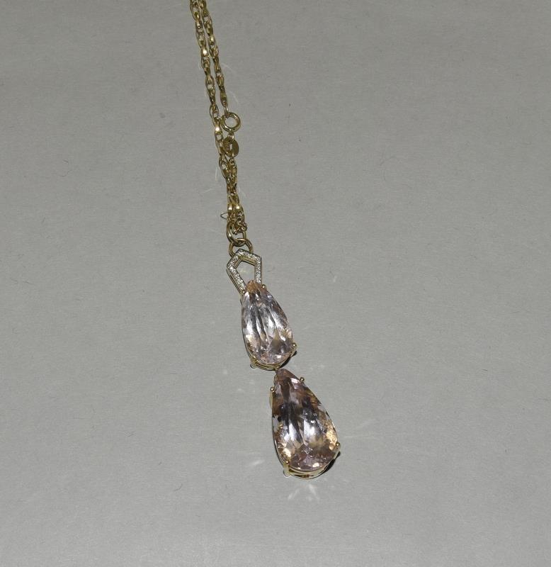18ct Gold Kuuzite Diamond necklace.