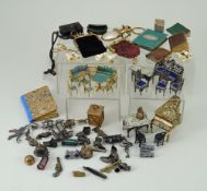 Collection of miniature Dolls accessories,