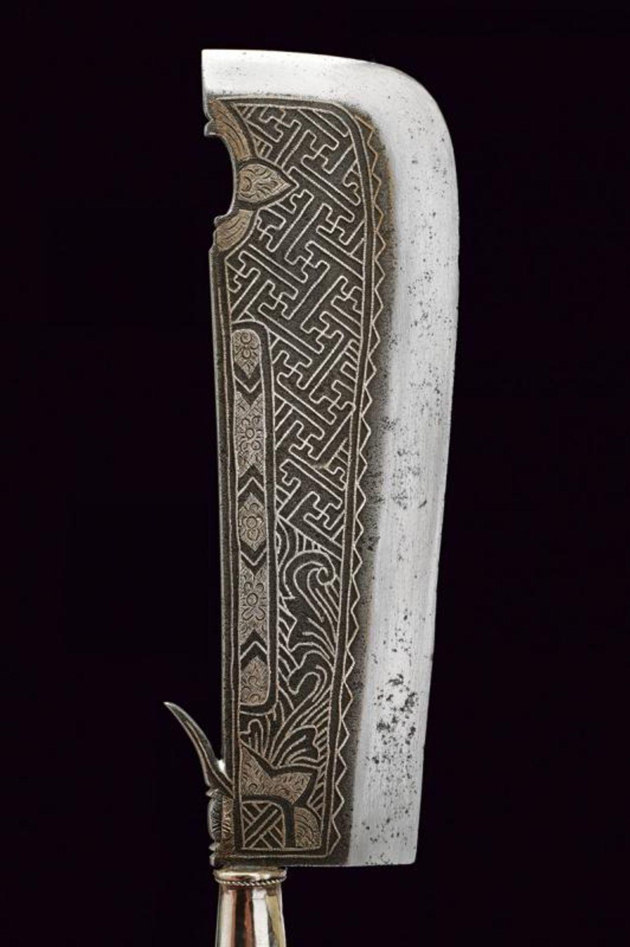 A ceremonial axe with silver hilt - Bild 5 aus 6