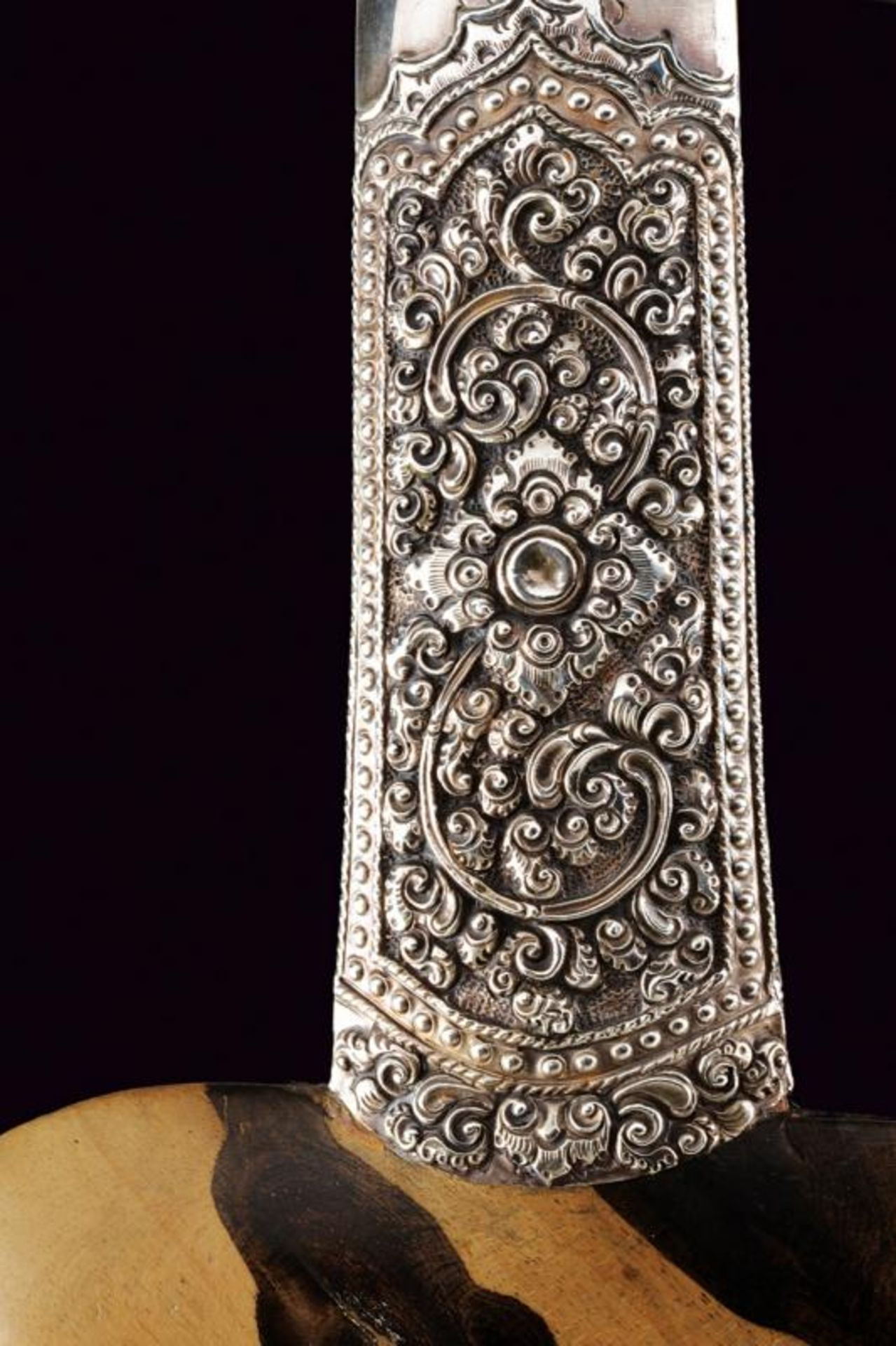 A beautiful silver mounted kris - Bild 9 aus 11