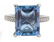 18ct white gold aquamarine ring with diamond set shoulders and gallery, hallmarked,