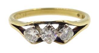 18ct gold three stone diamond ring, London 1971 Condition Report size O-P 3.