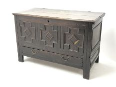 Late 18th century oak mule chest, hinged lid, geometric patterned front panel above single drawer, s
