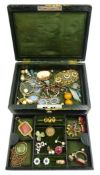 Early 20th century jewellery box, containing Victorian and later jewellery including 17ct gold stone