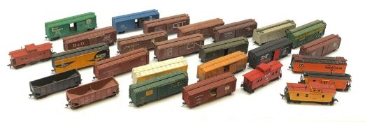 HO scale - twenty-six American goods wagons, predominantly kit-built boxcars, various liveries, all