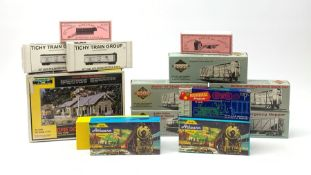 HO scale - nine American goods wagon plastic construction kits comprising three Proto 2000 Series Ma