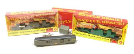 Tri-ang/Hornby '00' gauge - Battle Space Anti-Aircraft Searchlight Wagon, Multiple Missile Launcher