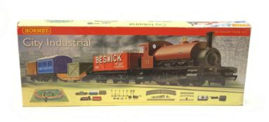 Hornby '00' gauge - City Industrial set with Furness Railway 0-4-0 saddle tank locomotive No.33 and
