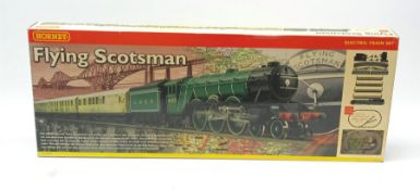 Hornby '00' gauge - Flying Scotsman electric train set with Class A3 4-6-2 locomotive 'Flying Scotsm