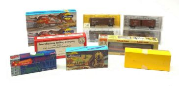 HO scale - four Kadee Cars boxcar wagons, in plastic display boxes; InterMountain Railway Company 80