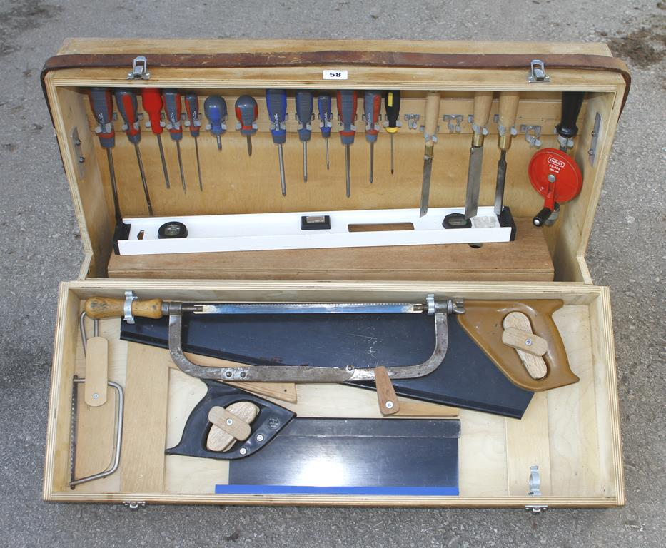 Lot 58 - A joiner's carrying case with tools G+