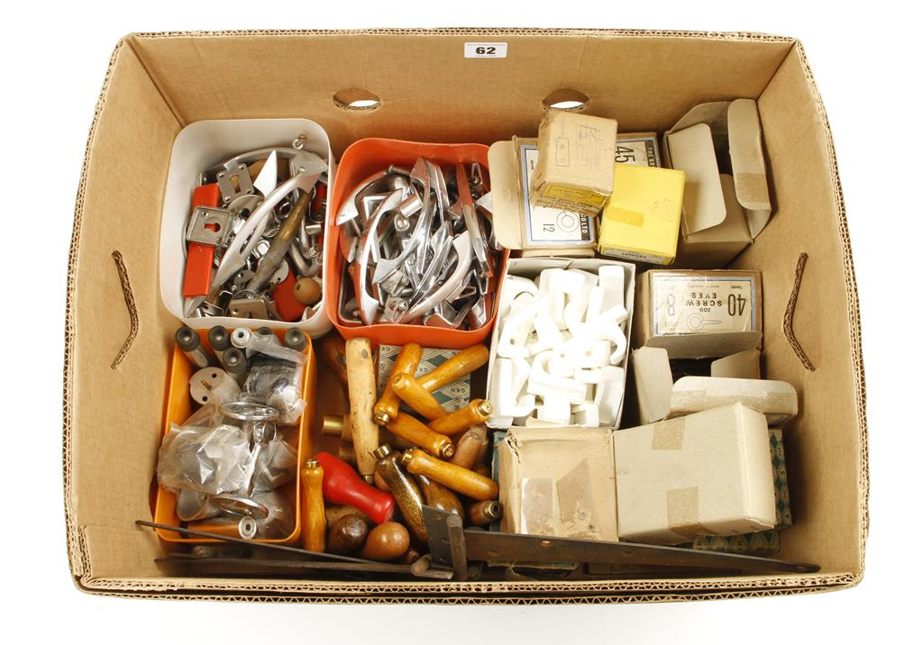 Lot 62 - Quantity of fixtures and fittings G