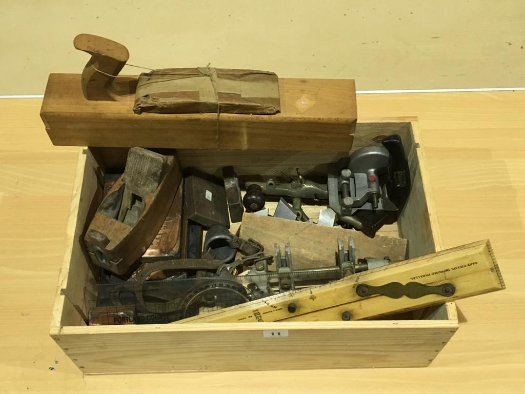Lot 11 - A box of tools G
