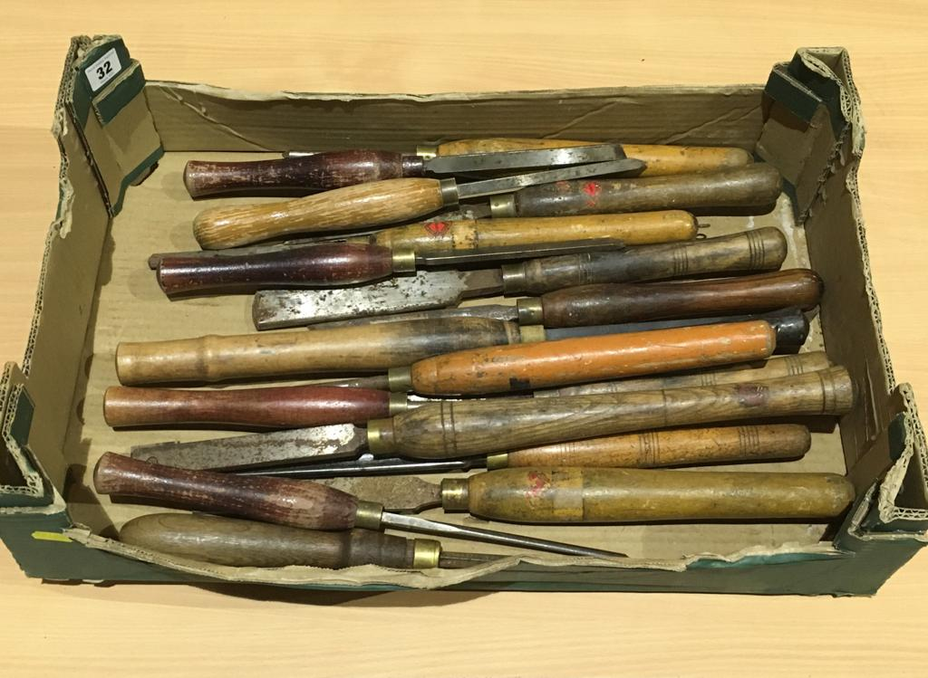Lot 32 - 17 turning tools slight rust G