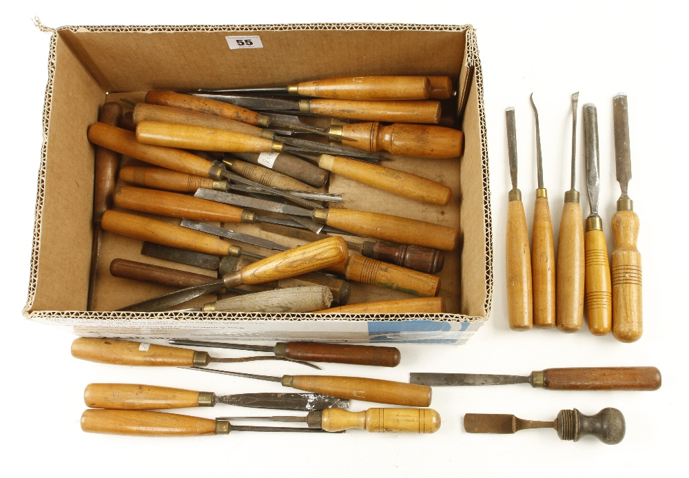 Lot 55 - 40 mainly carving tools G+