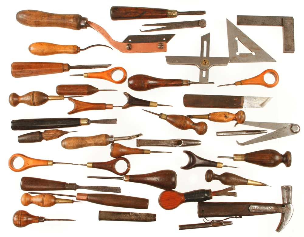 Lot 76 - Quantity of leatherworker's tools G