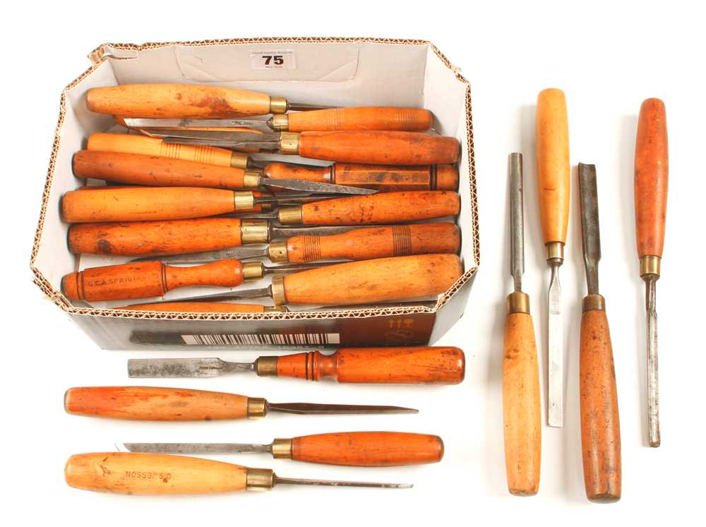 20 carving tools with boxwood handles G+