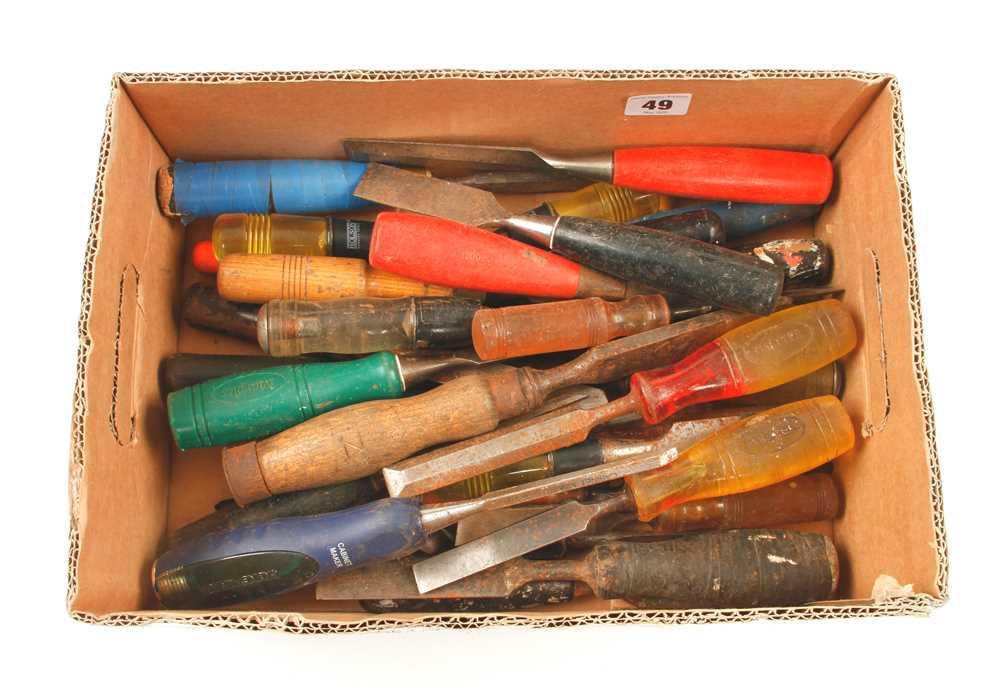 Lot 49 - 30 chisels and gouges G