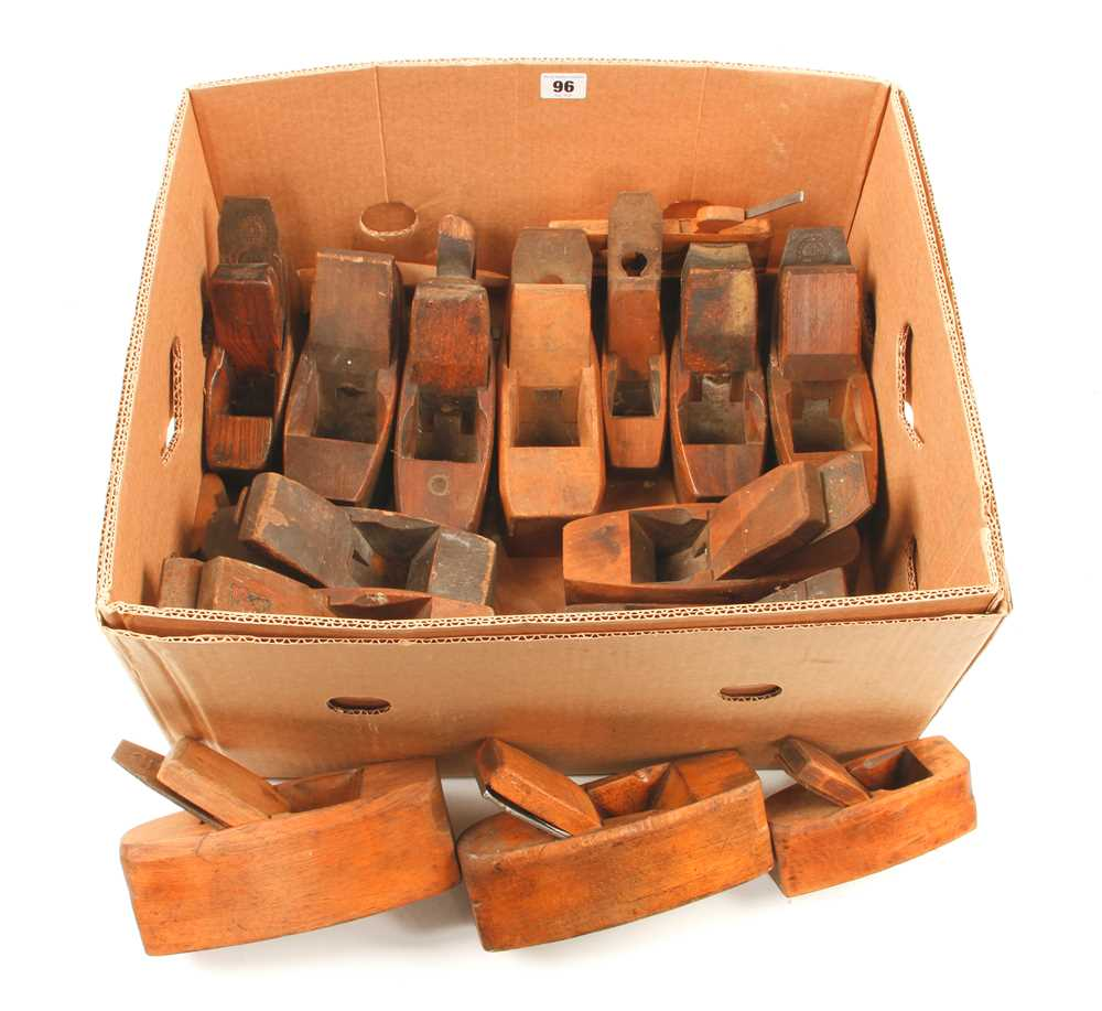 Lot 96 - 14 beech smoothing planes etc G