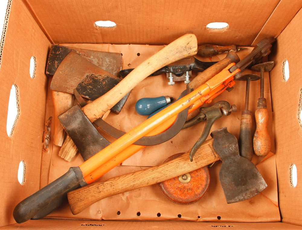 Lot 42 - A slaters rip and quantity of other tools G