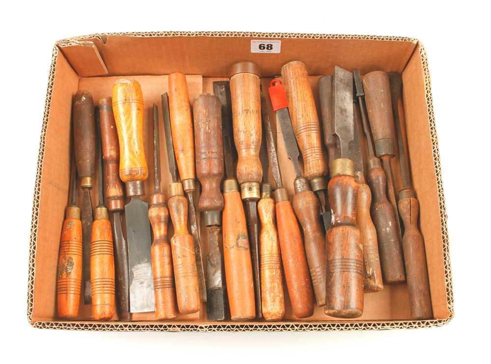 Lot 68 - 20 carving tools etc G