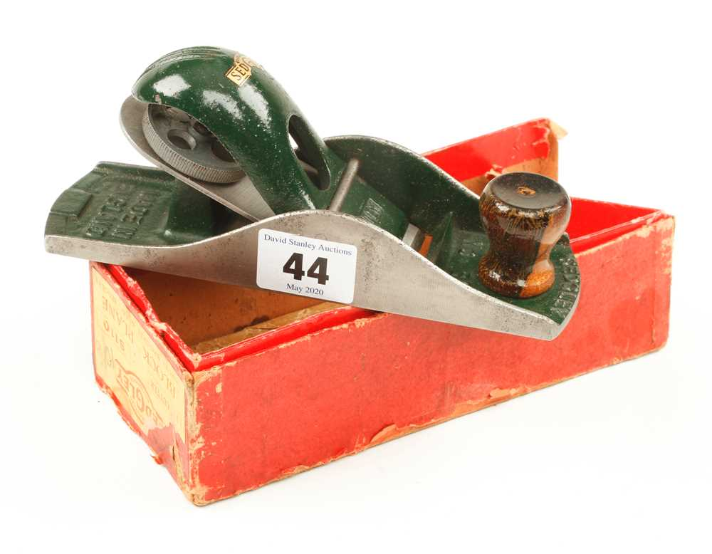 Lot 44 - A little used SEDGLEY No S110 block plane in orig box G++