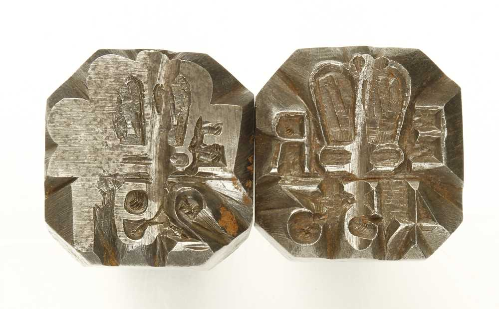 Lot 36 - An iron marking stamp with E.R. with Crown over and 453 with another similar partly ground away G-