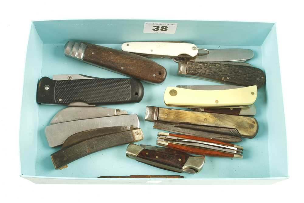 Lot 38 - 12 penknives G+