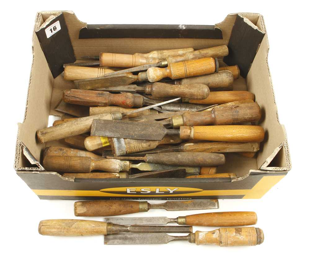 Lot 16 - 40 old chisels and gouges G