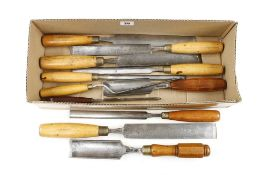 11 gouges mainly with boxwood handles G+