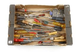 A quantity of screwdrivers G