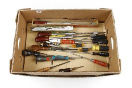 Four Yankee pump screwdrivers and 12 others G++