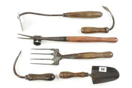 A daisy grubber and 4 other vintage gardening tools G