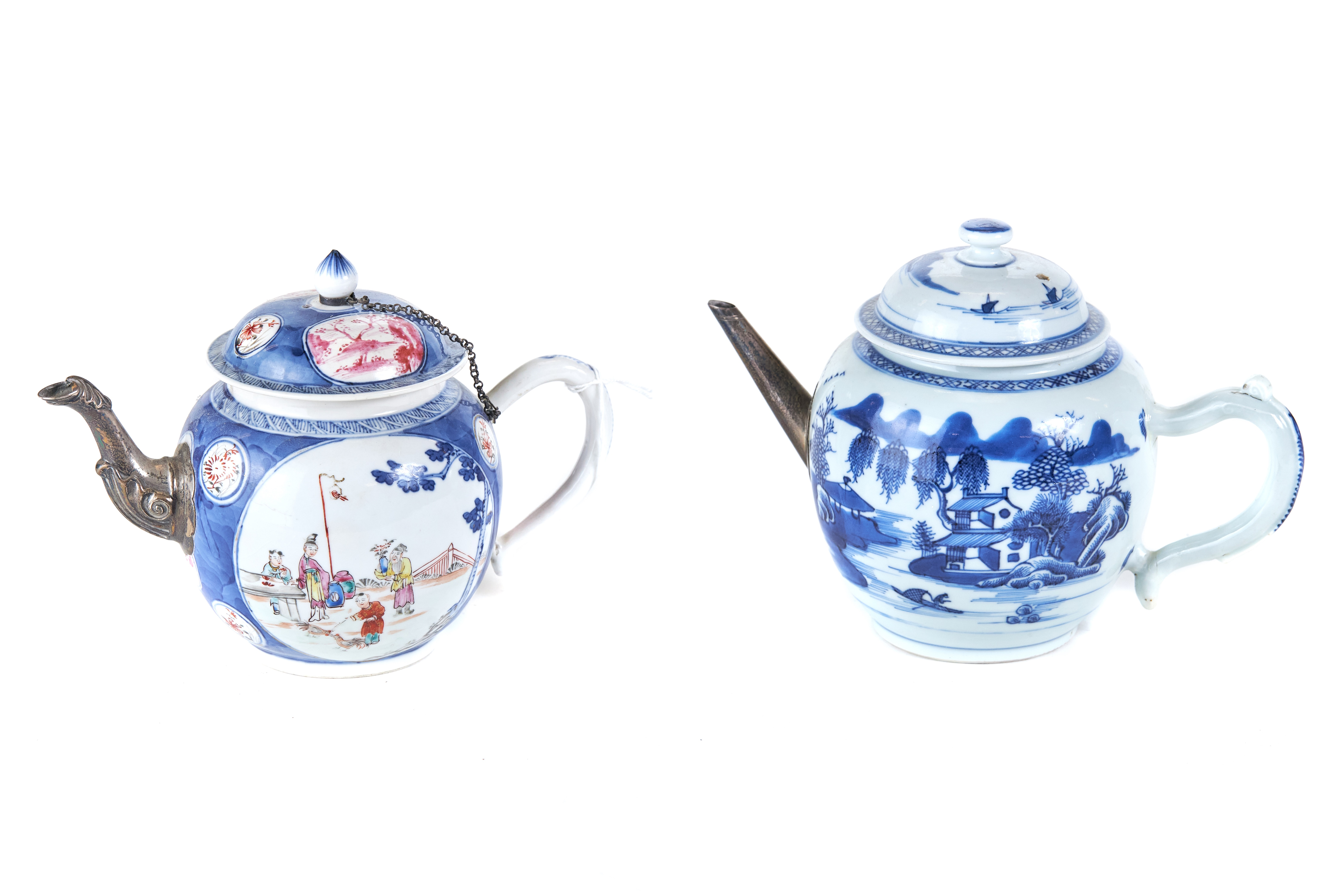 AN 18TH CENTURY CHINESE PORCELAIN TEAPOT AND COVER,