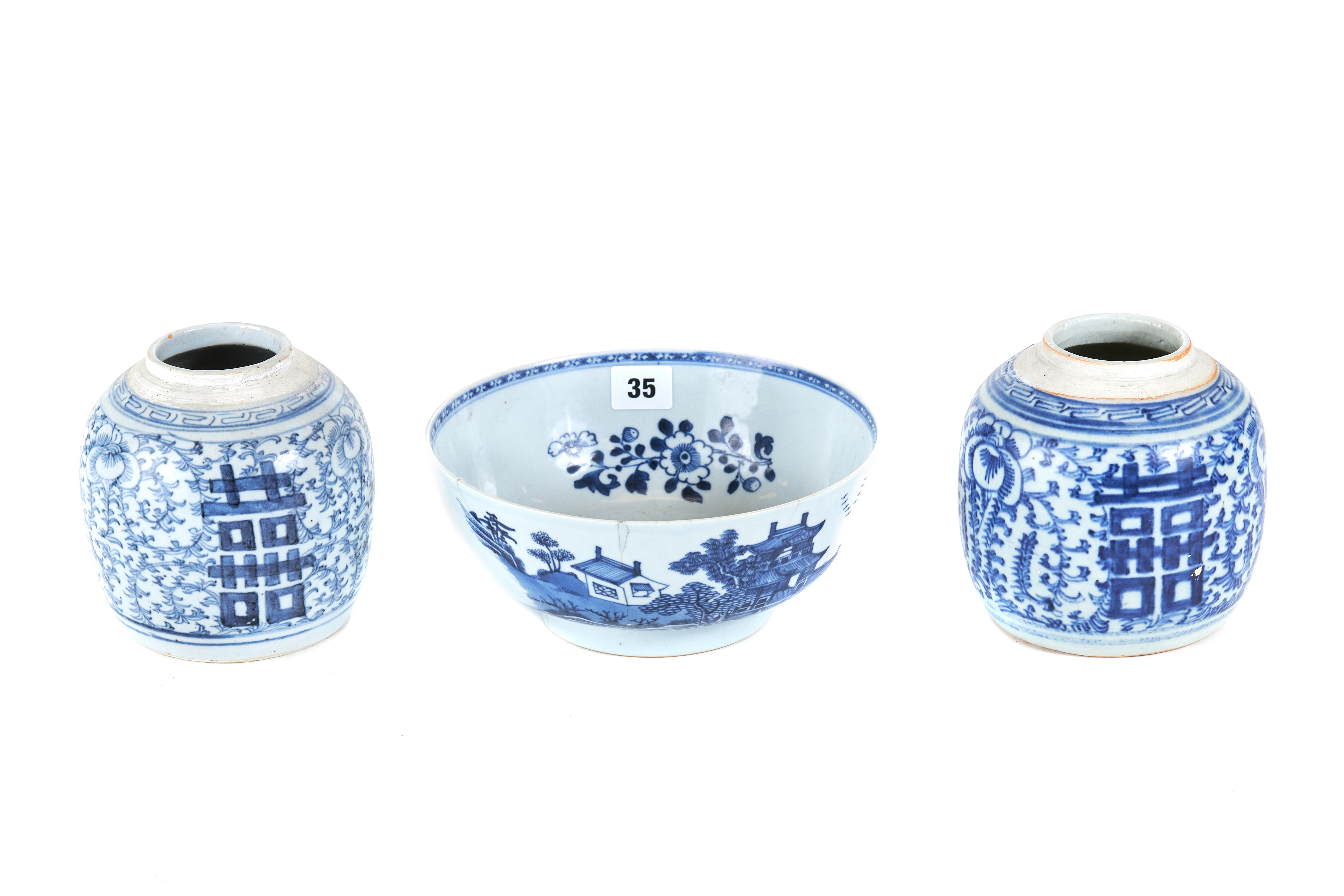 AN EARLY 19TH CENTURY CHINESE PORCELAIN BOWL decorated in underglaze blue with pagoda landscapes