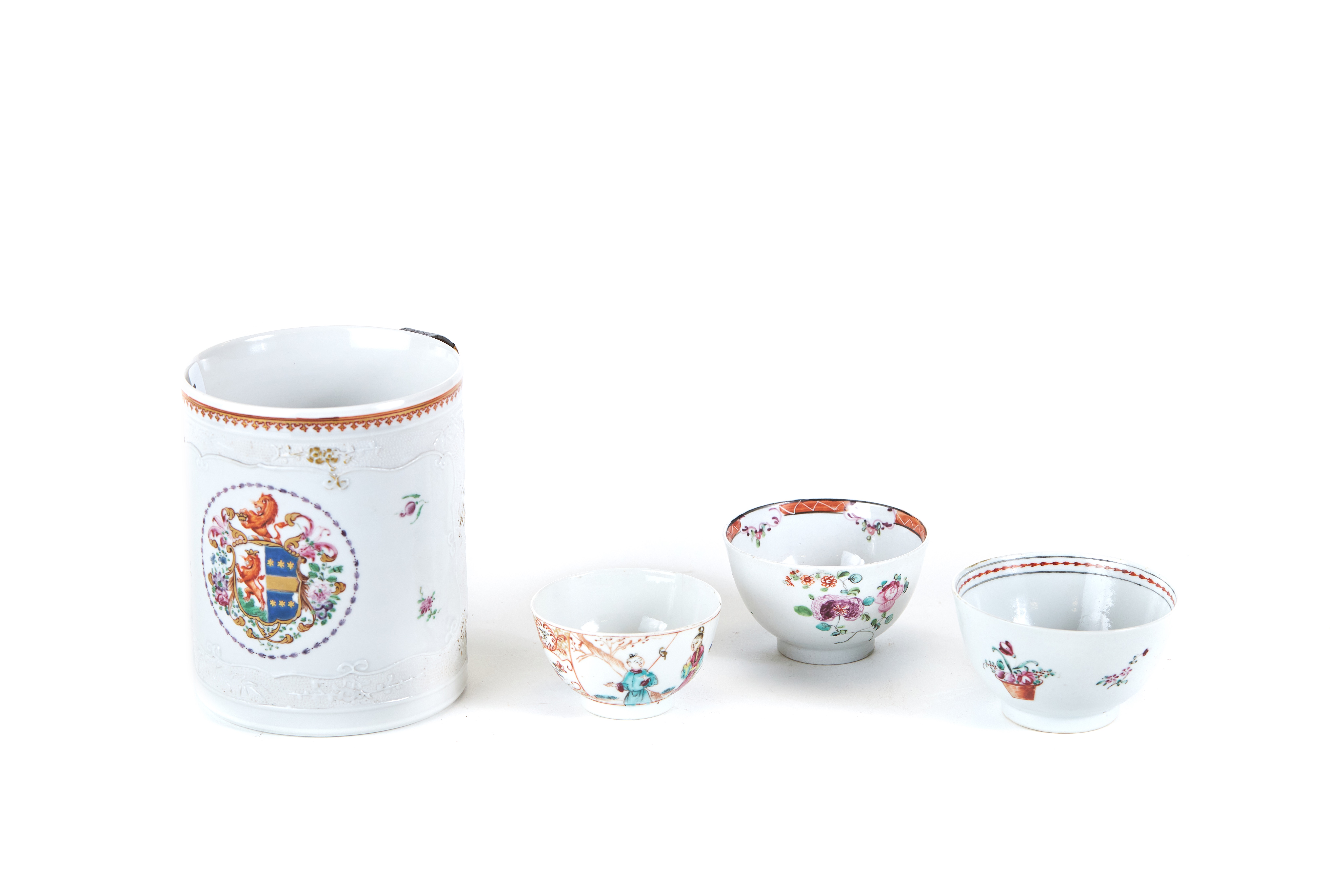 AN 18TH CENTURY CHINESE EXPORT PORCELAIN CIDER MUG decorated with an armorial,