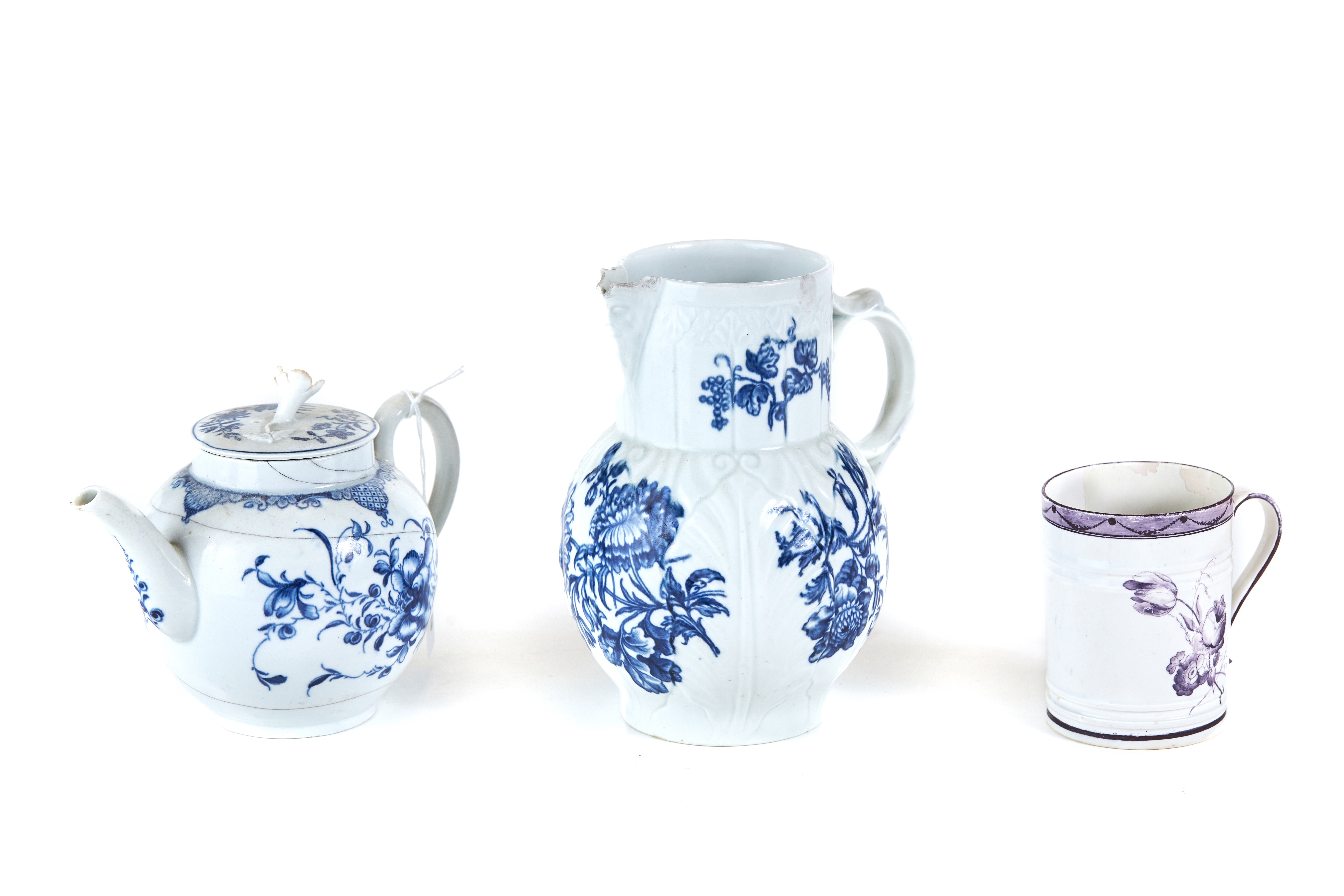 AN 18TH CENTURY WORCESTER PORCELAIN TEAPOT AND COVER decorated in underglaze blue with flowers and
